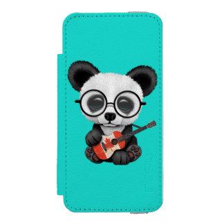 Coque-portefeuille iPhone 5 Incipio Watson™ Panda de bébé jouant la guitare canadienne de