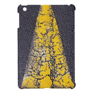Coque Pour iPad Mini Flèche jaune criquée sur une route