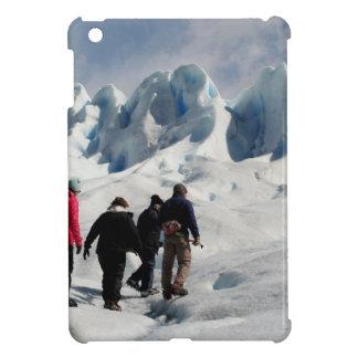 Coque Pour iPad Mini Marchant sur le glacier de Perito Moreno,
