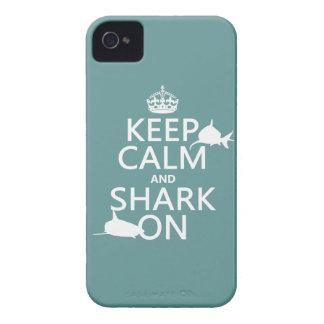Coques Case-Mate iPhone 4 Gardez le calme et le requin sur (les couleurs