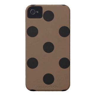 Coques Case-Mate iPhone 4 Grand pois - noir sur le café