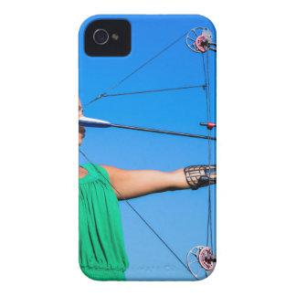 Coques Case-Mate iPhone 4 Jeune femme visant la flèche de l'arc composé