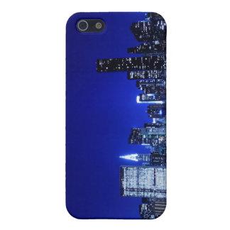 Coques iPhone 5 Horizon de Midtown Manhattan aux lumières de nuit,