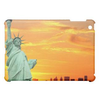 Coques Pour iPad Mini La statue de la liberté au coucher du soleil,