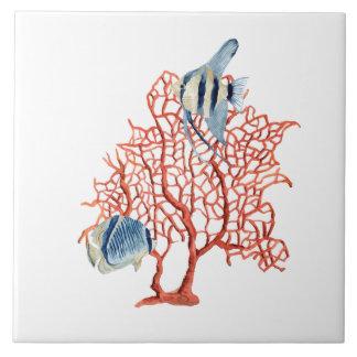 Corail rouge avec les poissons tropicaux carreau en céramique