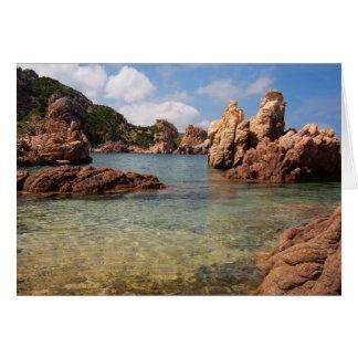 Côte rocheuse de carte de voeux de la Sardaigne