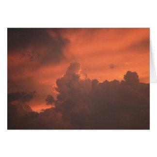 Coucher du soleil dans la carte de nuages
