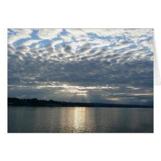Coucher du soleil dans le paysage marin de carte