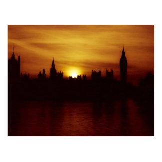 Coucher du soleil en carte postale de Londres