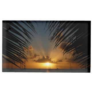 Coucher du soleil par le paysage marin tropical de porte-cartes de placement