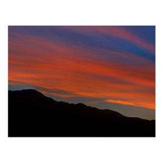 Coucher du soleil rouge de filet carte postale
