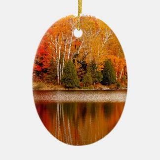 Couleurs jumelles d'automne de lacs, île de St Ornement Ovale En Céramique