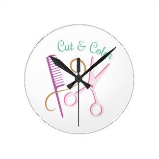 Coupe et couleur horloge ronde