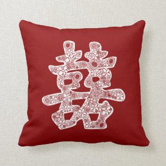 Coupe florale de papier de mariage de bonheur oreiller