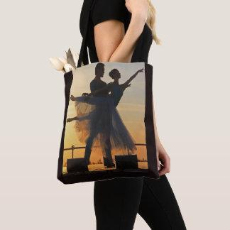 Couples de danse de ballet au sac fourre-tout à