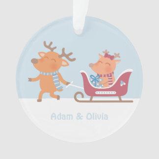Couples mignons de renne sur l'ornement de Noël de