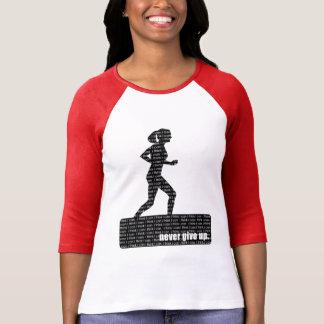 Coureur femelle ; N'abandonnez jamais, je pensent T-shirt