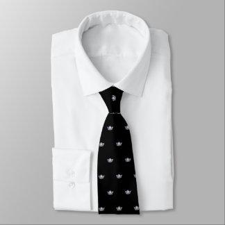 Couronne argentée de Mlle Amérique et cravate des