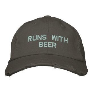 Courses avec de la bière ! Casquette potable pour