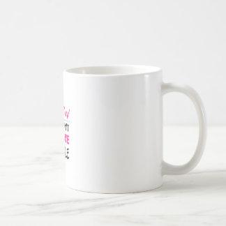 cousez, en cousant l'amour de femme mug