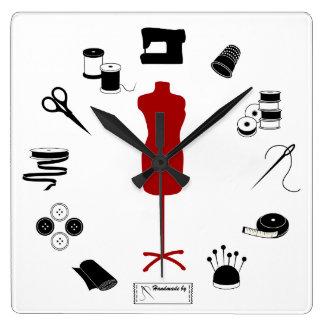 Cousez juste horloge carrée