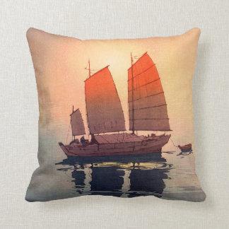 Coussin 帆船朝, bateaux à voile matin, Hiroshi Yoshida
