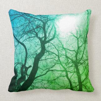 Coussin abstrait de décor de vert d'arbre