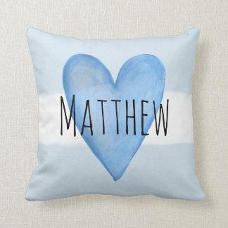 Coussin Amour bleu de bébé de typographie de coeur avec la