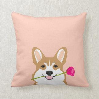 Coussin Amour de corgi avec le rose de rose pour le cadeau