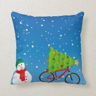 Coussin Arbre de bicyclette de bonhomme de neige sur le
