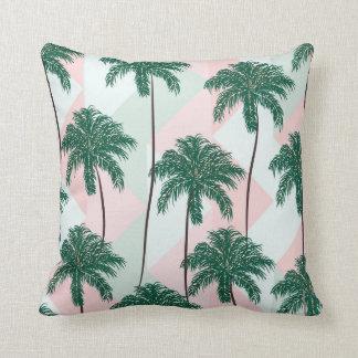 Coussin avec le modèle de palmiers