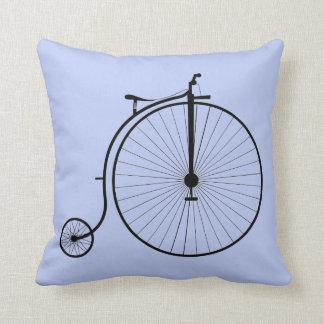 Coussin Bicyclette bleue d'antiquité de carreau de