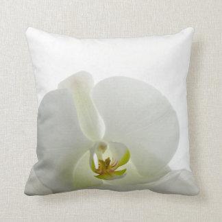 Coussin blanc élégant d'orchidée