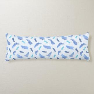 Coussin bleu de corps de coton de taches