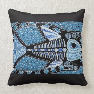 Coussin bleu de jet de poissons