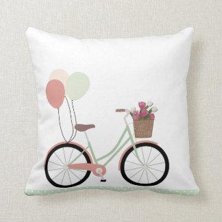 Coussin carreau blanc de fleur de bicyclette