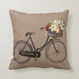 Coussin Carreau brun de fleur de bicyclette de tweed