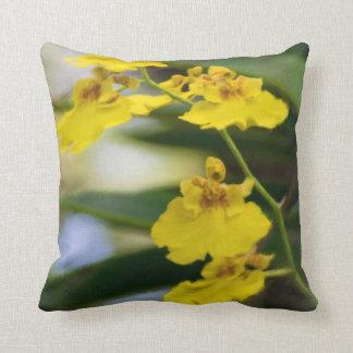 Coussin Carreau carré d'orchidées jaunes