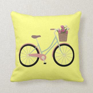 Coussin Carreau de fleur de bicyclette de jaune jaune