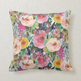 Coussin Carreau floral d'aquarelle rose lumineuse