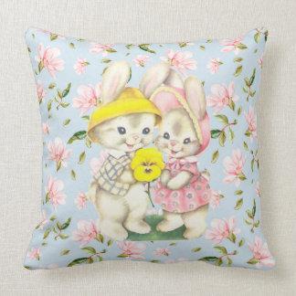 Coussin Carreau floral de couples de lapin de ressort