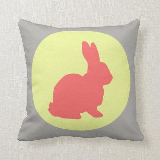 Coussin Carreau génial de couleurs en pastel de lapin de