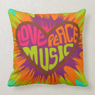 Coussin Carreau hippie de coeur de musique de paix d'amour