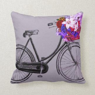Coussin carreau pourpre de fleur de bicyclette
