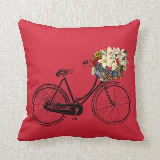 Coussin Carreau rouge de fleur de bicyclette   de l'aurore