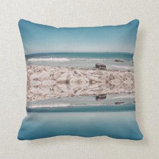 Coussin Carreau stylisé de paysage de plage d'océan