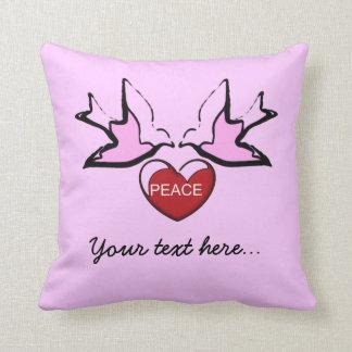 Coussin colombes et coeur de paix