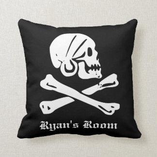Coussin Crâne de pirate et os croisés
