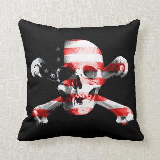 Coussin Crâne patriotique et os croisés