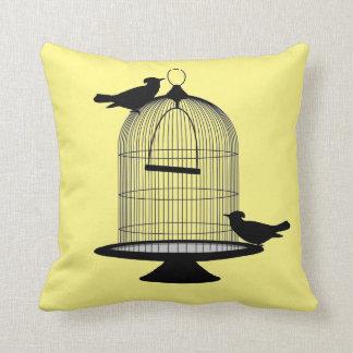 Coussin de décor d'art de cage à oiseaux de jaune